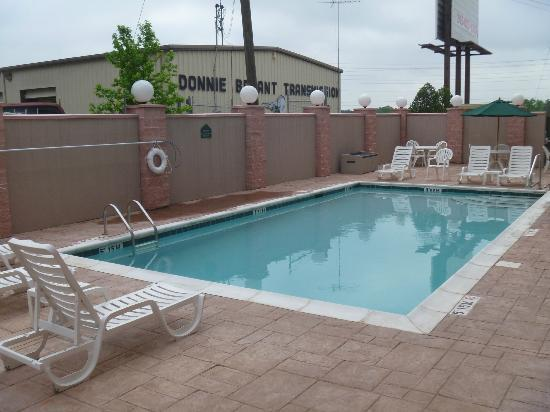 Wingate by Wyndham Tuscaloosa: Pool From Hell