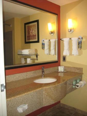 Comfort Suites: Bathroom vanity