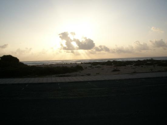 El Cotillo, İspanya: Almost but not quite a sunset! Looking out from the restaurant!