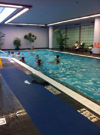 Indoor pool connected to gym picture of sheraton vancouver wall centre vancouver tripadvisor for Indoor swimming pools vancouver