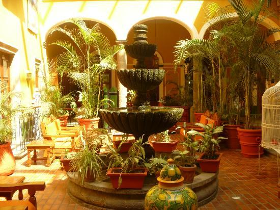 Hotel San Francisco Plaza: Central courtyard