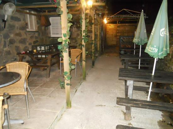 Tyn-y-Groes Hotel: The outside seating area