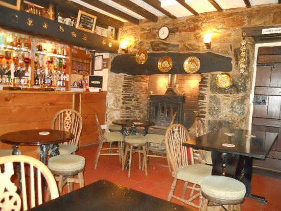 Tyn-y-Groes Hotel: The cosy bar area