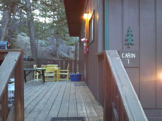 Nicky's Resort: Patio area for enjoying some fresh mountain air