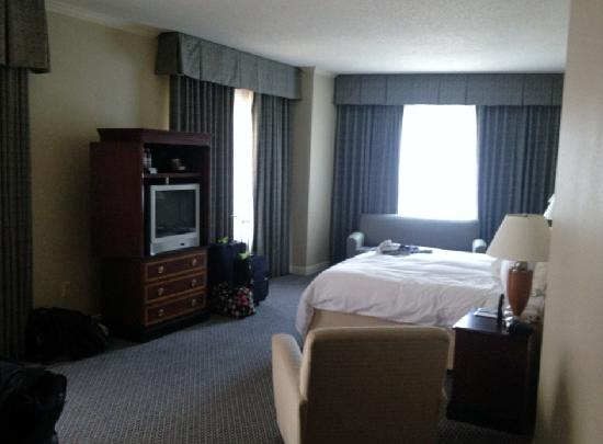 Wyndham Riverfront New Orleans: Corner Room 224