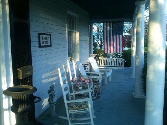 Bennett House Bed and Breakfast: Front porch of the Bennett House