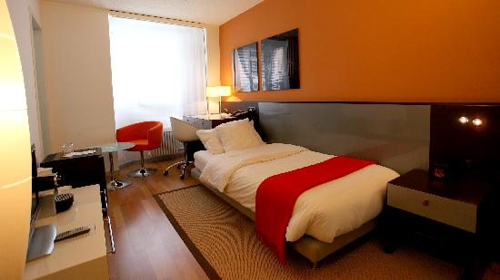 Single room picture of design hotel f6 geneva tripadvisor for Design hotel f6 geneva switzerland