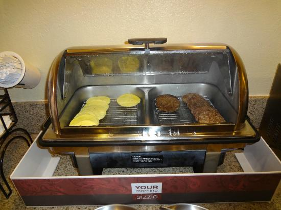 Comfort Inn: Steamer with burger patties & scrambled egg