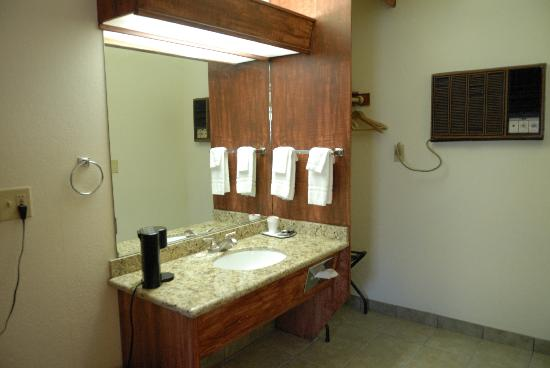Death Valley Inn: Sink area