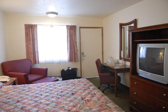 Death Valley Inn: Room with king sized bed