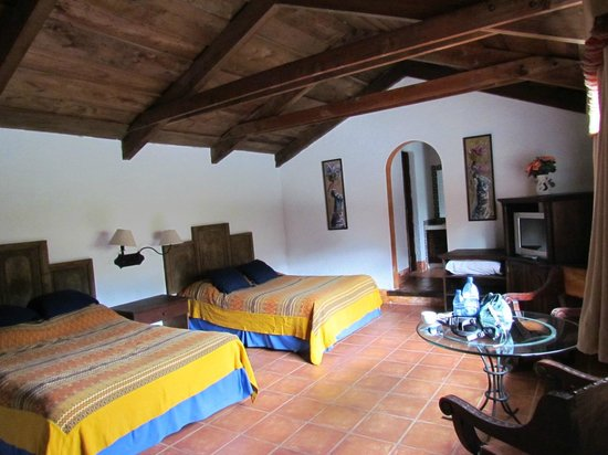 Hotel Palacio de Dona Beatriz: Upstairs bedroom