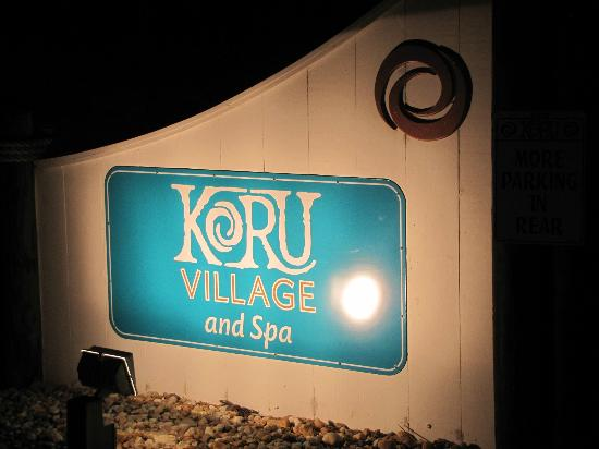 The Villas at Koru Village: Nice night greeting.