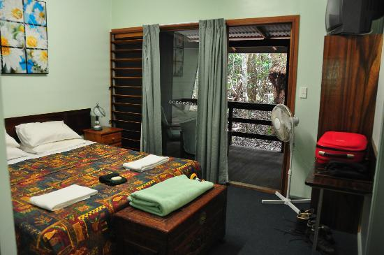 Rainforest Units: Double room with ensuite