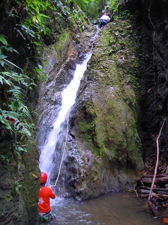 El Remanso Lodge: Water fall rappelling