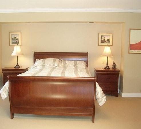 Eagle Mountain Bed and Breakfast: regal room sleigh bed
