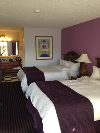 Quality Inn &amp; Suites Maison St. Charles: room 304