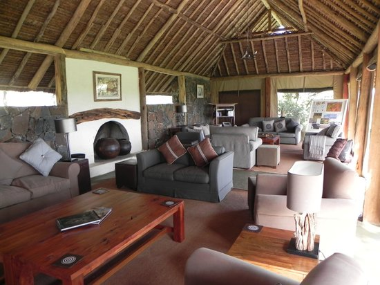 Naboisho Camp, Asilia Africa: Mess lounge.