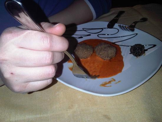 Giaveno, Italy: Taverna del Conte appetizer: meatballs with red pepper sauce (VERY GOOD)
