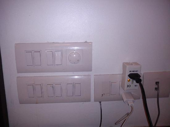 Grand Godwin Hotel: Plugs and switches
