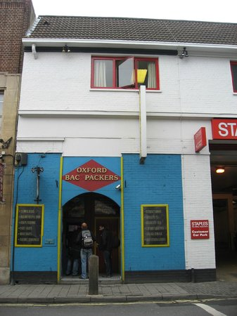 Oxford Backpackers Hostel: Hostel entrance