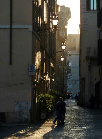 Residenza Canali ai Coronari: Early morning on Via dei Coronari
