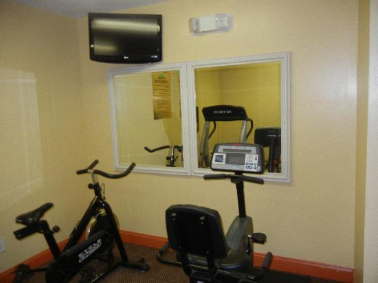 Douglas Inn &amp; Suites: Workout Room