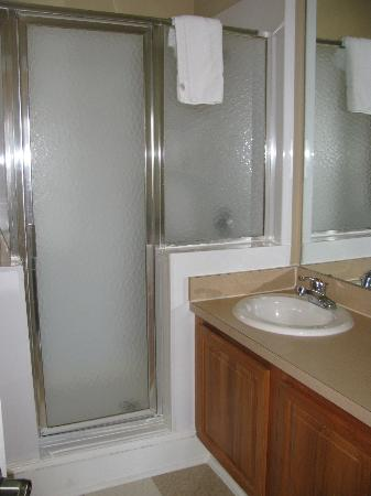 Bluegreen Vacations Harbour Lights, Ascend Resort Collection: Shower area