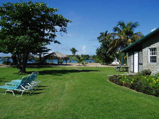 Lance Aux Epines Cottages: Grounds, garden and beach