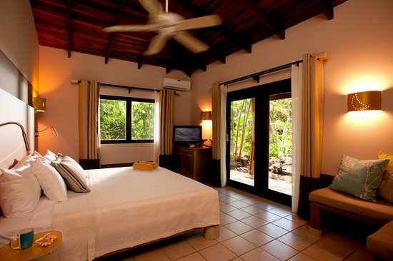 Cala Luna Boutique Hotel & Villas: Deluxe Room (king bed)