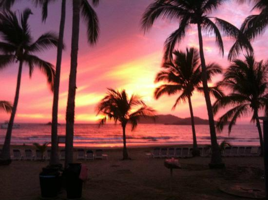 Club Med Ixtapa Pacific: The beach at sunset