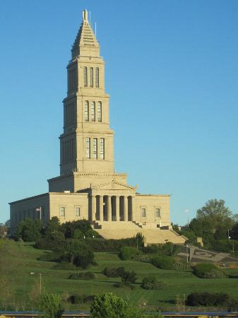 Embassy Suites by Hilton Alexandria-Old Town: Masonic Temple Daytime
