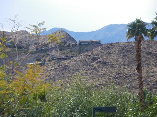 Oasis Villa Resort: another view of the hills/mountains in Palm Springs from our condo