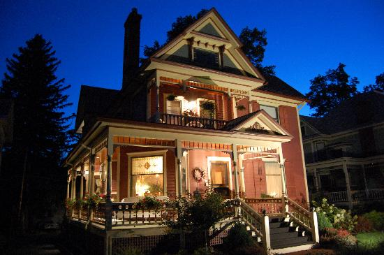 Bella Rose Bed and Breakfast: Bella Rose B&B at Twilight