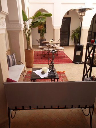 Riad Shanima & Spa: Courtyard - decorated with a shisha ;)
