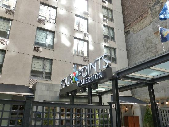 Four Points by Sheraton Manhattan Chelsea: Front and entrance of hotel