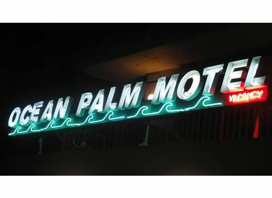Ocean Palm Motel: sign