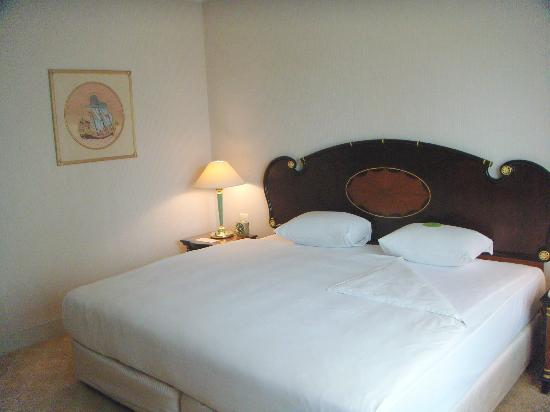 Evergreen Laurel Hotel: Comfortable Bed