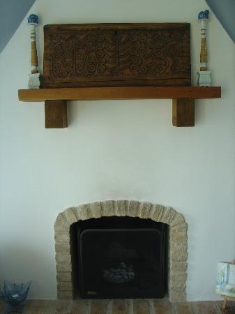 Apopsis Zoy's Guesthouse: Fireplace