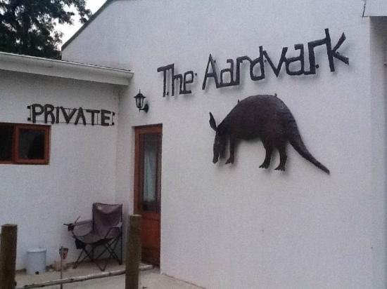 The AardVark Guesthouse and Backpackers: Recption entrance