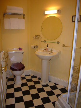 Shelley's: Sparkling Ensuite