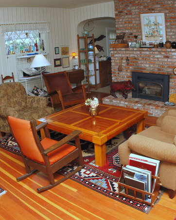 Oak Hill Bed and Breakfast: Front room
