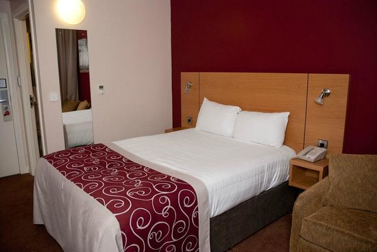 Jurys Inn Sheffield: Double room 102
