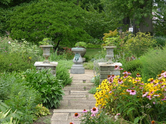Peoria, IL: Luthy Botanical Garden