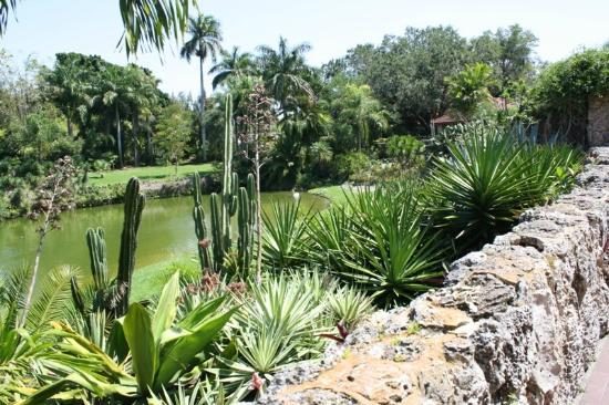 Pinecrest Gardens: Lush grounds