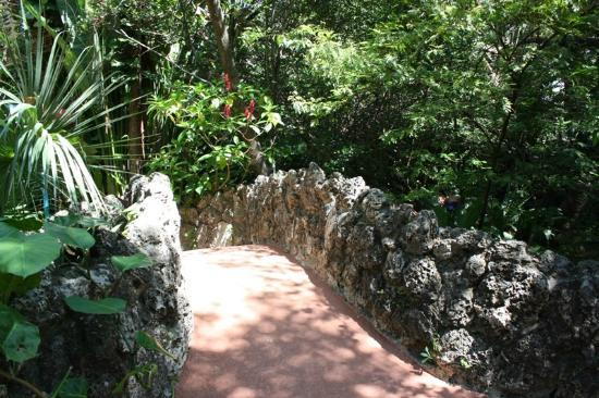 Pinecrest Gardens: Beautiful grounds to walk around