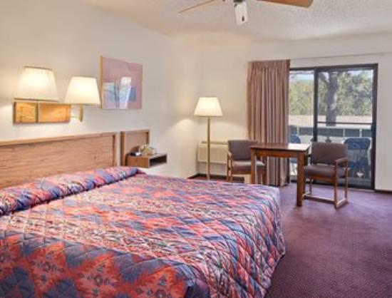 Super 8 Estes Park: Standard King Bed Room