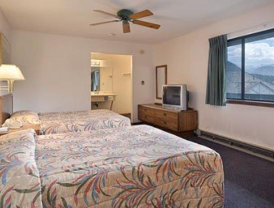 Super 8 Estes Park: Standard Two Queen Bed Room