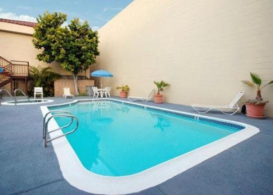 Quality Inn Near Long Beach Airport: Pool