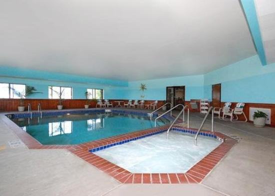 Quality Inn Reedsburg: Pool