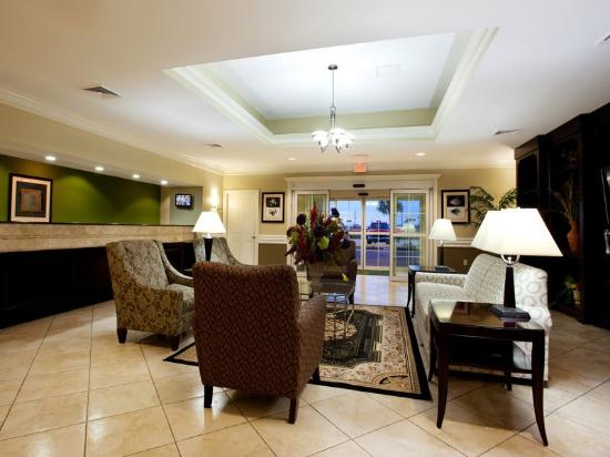 La Quinta Inn & Suites Iowa: Main Lobby